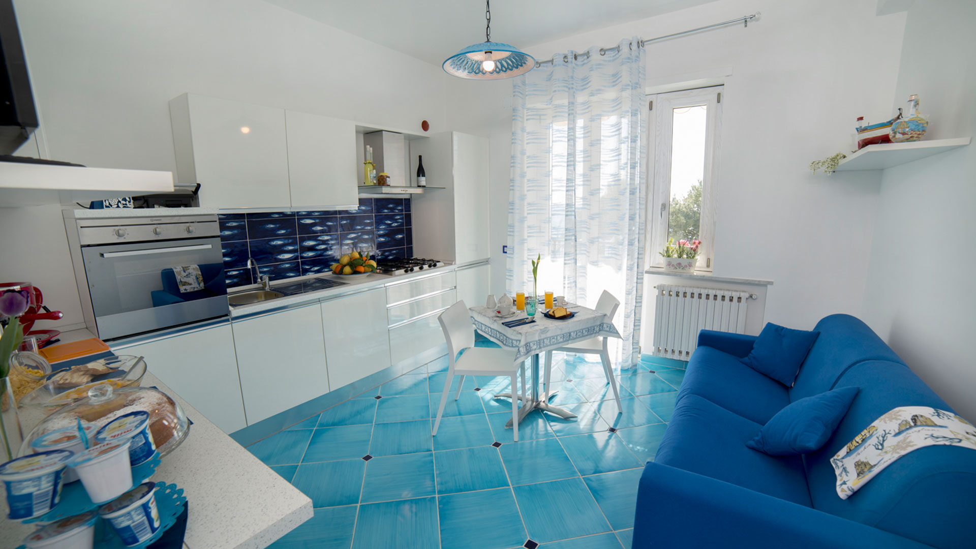 Dormire soggiorni e vacanze b b bed and breakfast a for Soggiorno costiera amalfitana